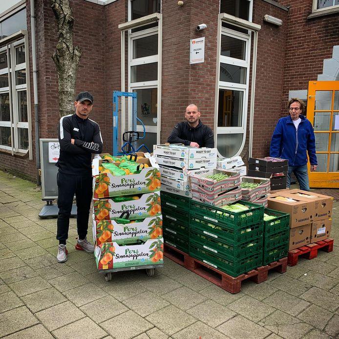 Rodney en Wesley Sneijder op de bres voor Voedselbank Ondiep.