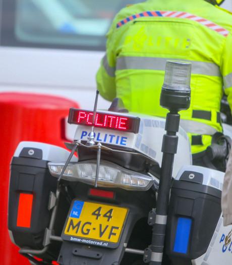 Motoragent komt in Bergen op Zoom ten val tijdens spoedrit naar Steenbergen