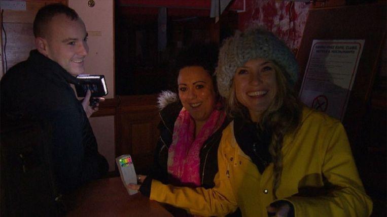 Lauren Verster gaat op zoek naar geesten is Schotland. Beeld AVRO-TROS
