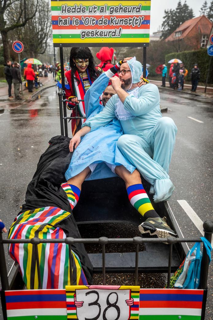 Deelnemers aan de carnavalsoptocht in Helmond.