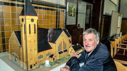 Kunstenaar maakt maquette van Sint-Amanduskerk
