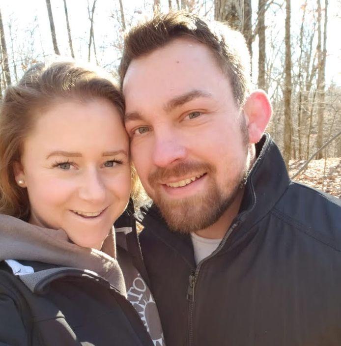 Vera Bleeker (25) en Gregg Cannon (32), na tien maanden weer herenigd.