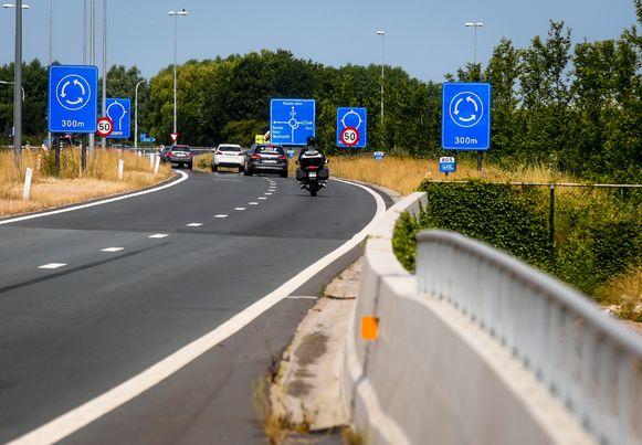 Knokke extra verkeersborden aan gevaarlijke rotonde