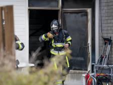 Metershoge vlammen slaan uit woning in Hoogvliet