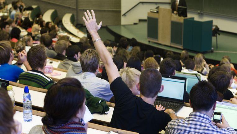 Studenten volgen college aan de Erasmus Universiteit in Rotterdam. Beeld anp