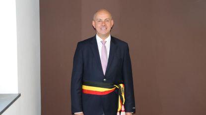 Dirk Verwilst legt eed af als burgemeester