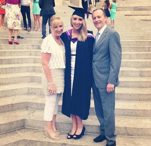 Anna met haar ouders.