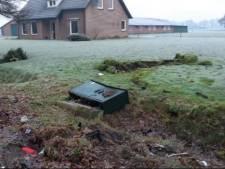 Duizenden euro's schade na botsing Hulsel; automobilist gevlucht