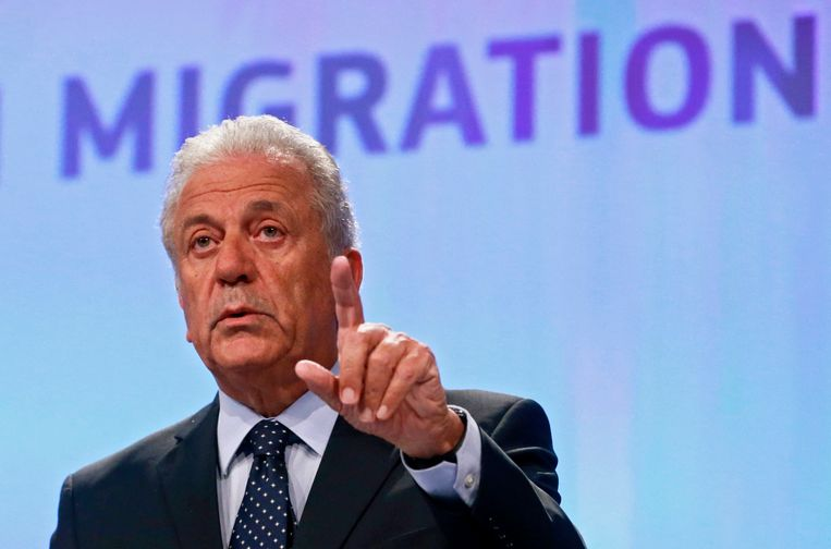 Dimitri Avramopoulos presenteert het voorstel van de Europese Commissie Beeld EPA