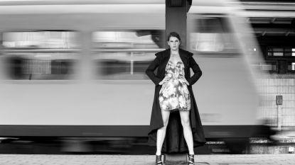 """Anke (22) lijdt aan autisme: """"Dankzij fotoshoots staat leven weer op de rails"""""""