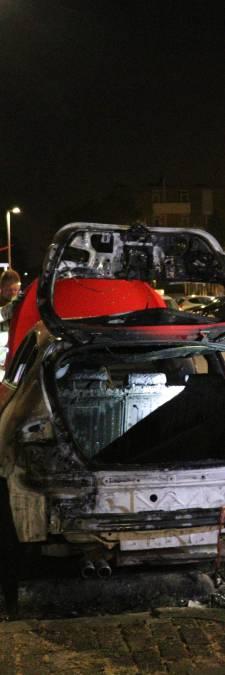 Politie vermoedt opzet bij autobrand Kanaleneiland