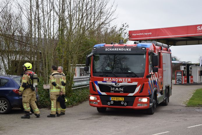 De brandweer heeft diverse metingen verricht en het pand alle ramen en deuren opengezet.