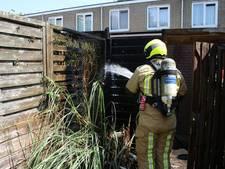 Schuttingbrand nadat Delftenaar onkruid verbrandt in extreme droogte