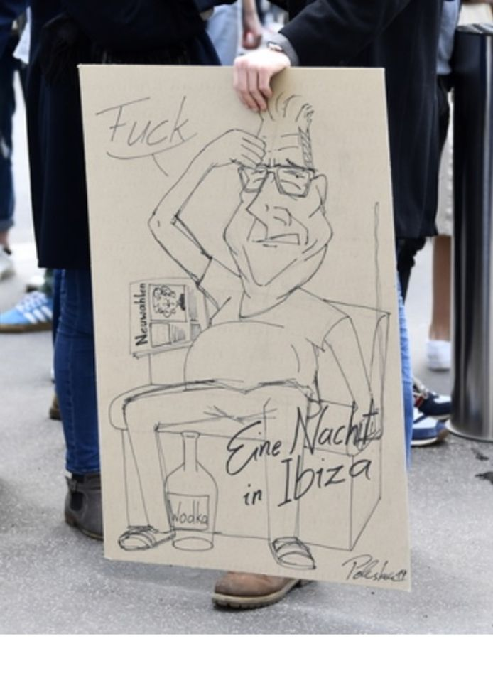 Een demonstrante aan het Oostenrijkse parlement vatte met deze spotprent de situatie goed samen.