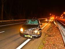 Auto botst tegen vangrail op A67 ter hoogte van Veldhoven