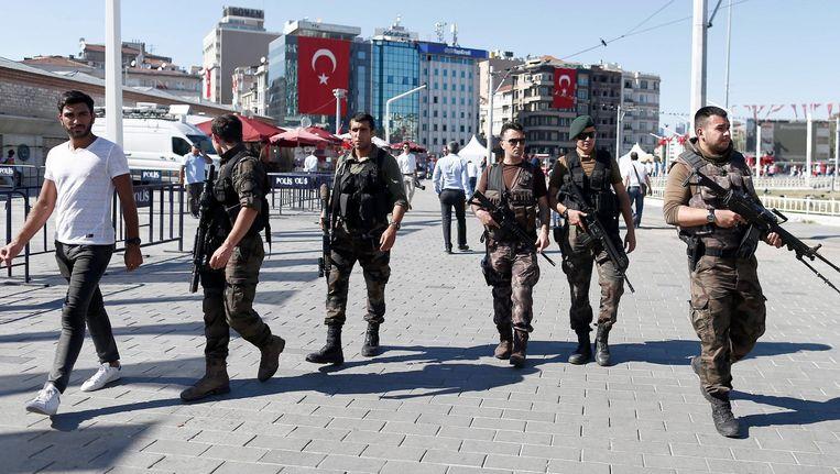 Een Turks SWAT-team (een antiterreureenheid)op het Taksimplein in Istanbul. Beeld epa