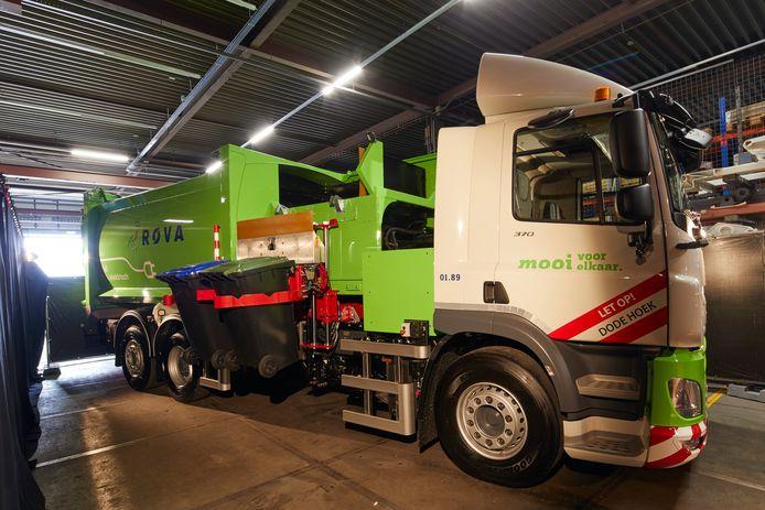 Een elektrische zijlader van VDL Translift voor afvalinzamelaar ROVA in Zwolle.