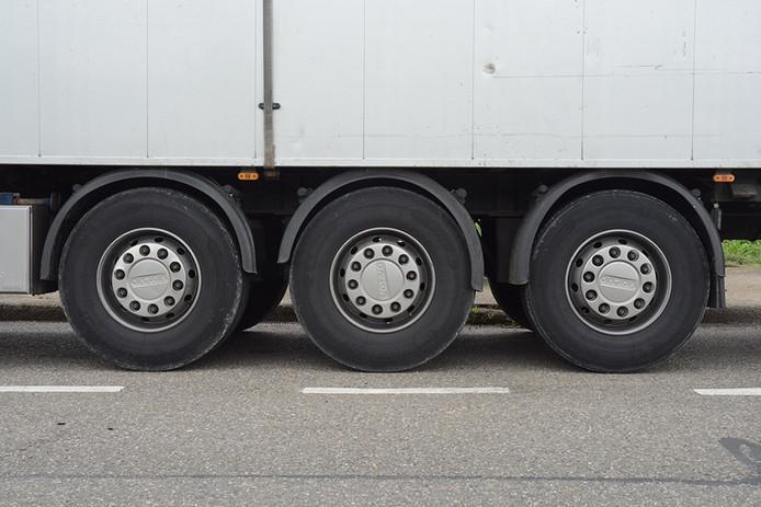West-Zeeuws-Vlaamse dorpen hebben last van vrachtverkeer dat door de kern rijdt.