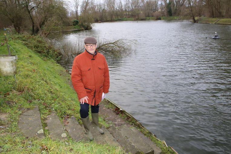 Philippe Smets van Grand-Pontvissers op één van de dijken aan de visvijver.