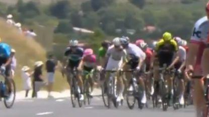 Geletruidrager Thomas en Chris Froome spelen ploegmaat kwijt: Moscon uit Tour gezet nadat hij slag uitdeelde aan andere renner