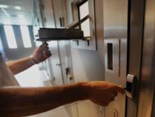 Enschedeër gaat 'als beest' tekeer in Bornse cellen: spugen en bijten