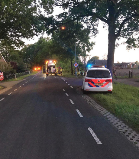 Zwaargewonde bij auto-ongeluk Sinderen, gevluchte inzittenden gevonden