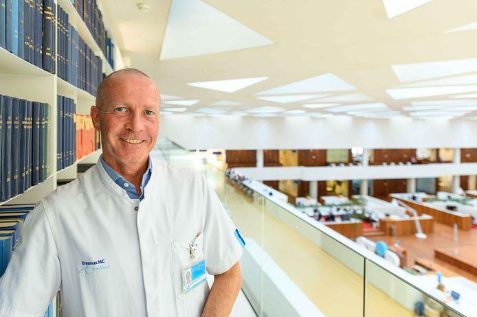 Longarts Leon van den Toorn, voorzitter van de Vereniging van Artsen voor Longziekten en Tuberculose (NVALT) en longarts in het Erasmus MC pleit voor een ban op alle e-sigaretten in Nederland.