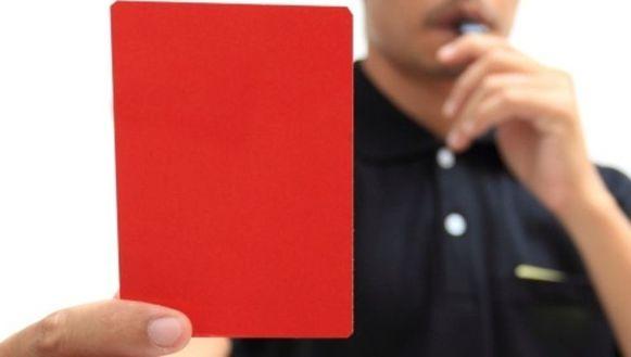 Salahdin K. werd door supporters  aangevallen toen hij na een rode kaart het terrein moest verlaten.