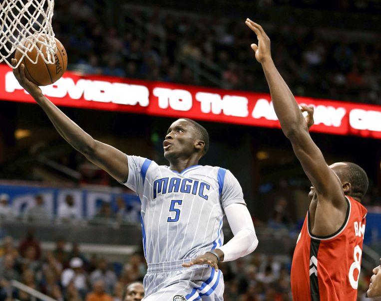 Victor Oladipo van de Orlando Magic scoort een lay-up tijdens de overwinning op de Toronto Raptors. Beeld ap