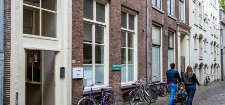 Veldbedden voor daklozen in Deventer zodat de opvang volledig door kan draaien