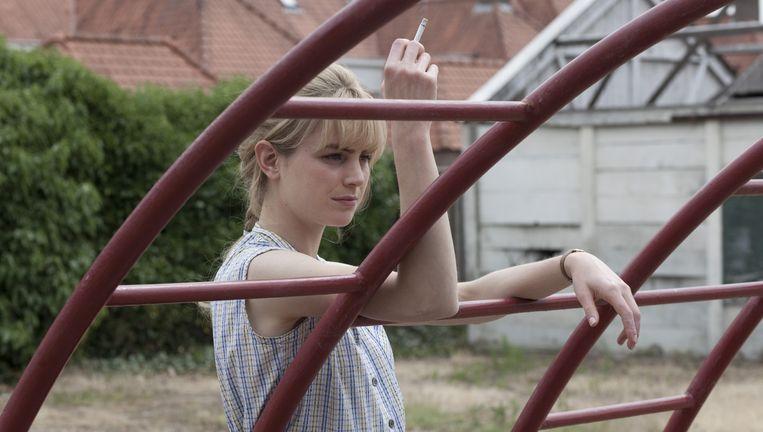 Hannah Hoekstra als Tiny Beeld -
