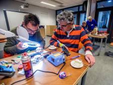 Vijf jaar Repair Café Waalwijk: 'Uitdaging om het product te maken'