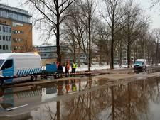 Wateroverlast door gesprongen leiding Lelylaan voorbij