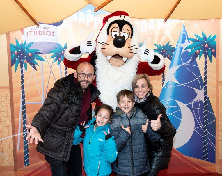 Staf Coppens en zijn gezin in Disneyland Paris.