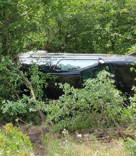Auto belandt op zijn kant na eenzijdig ongeval op N261 Loon op Zand