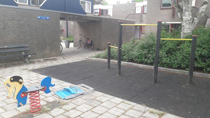 Het speelpleintje is door buurtbewoners omgetoverd tot 'Pilsplein.'