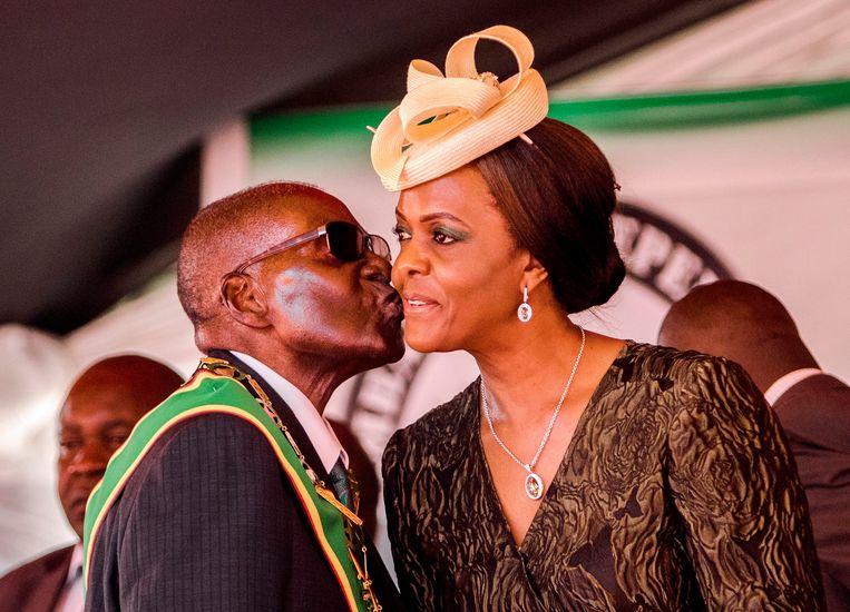 Grace werd gezien als de meest waarschijnlijke opvolger van haar man. Hoge officieren verzetten zich echter tegen haar kandidatuur.  Beeld AFP