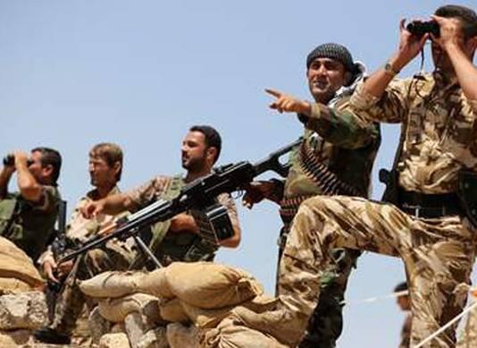 Mannelijke peshmerga strijders.