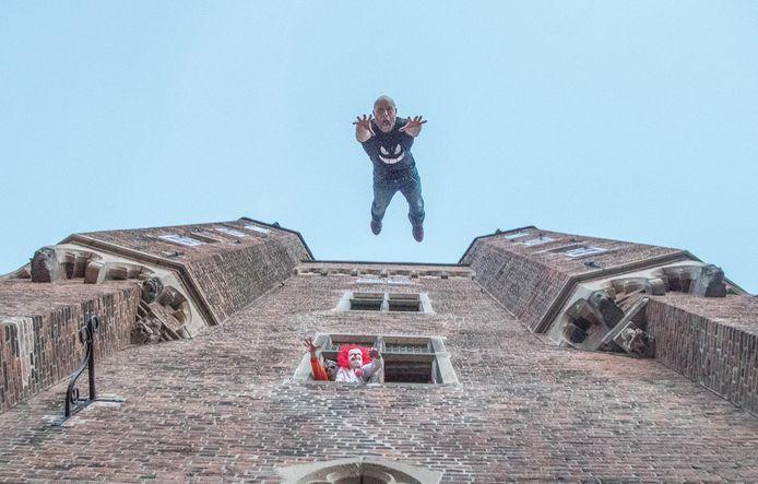 De sprong van de stuntman zag er spectaculair uit.