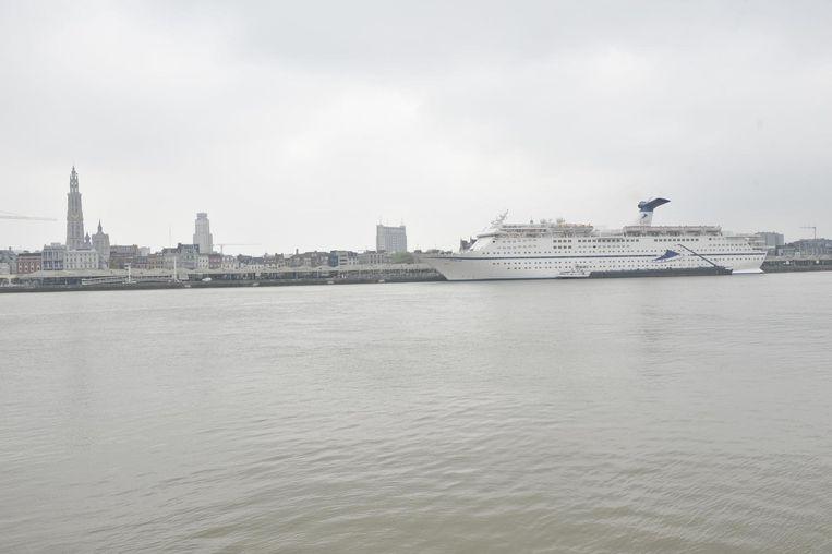 De skyline van Antwerpen zag er dit weekend even anders uit met de komst van de 222 m lange Magellan.