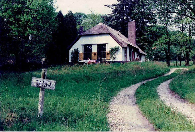 De huurwoning met rieten dak in Hoenderloo waar Den Doolaard veertig jaar woonde.  Beeld