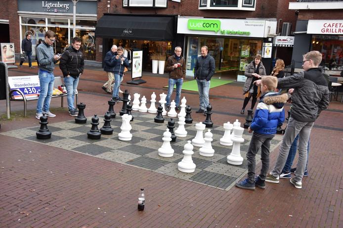 Lekker een partijtje schaken in het centrum van Rijssen.