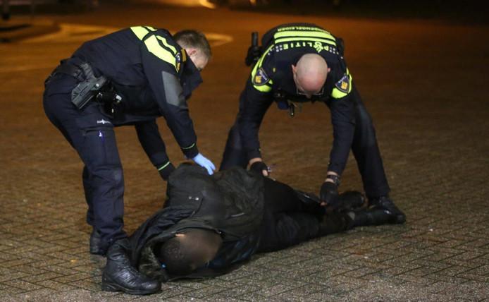 De politie wist twee overvallers al aan te houden. De derde is nog voortvluchtig.