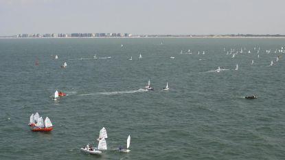Twee jetskiërs in de problemen door sterke wind  op zee