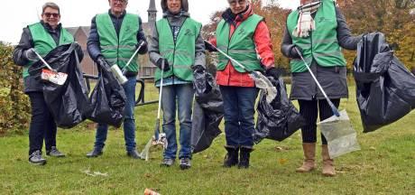 Vrijwilligers pakken zwerfafval in Sluiskil aan: 'Het is echt nodig'