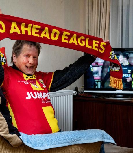 Superfan Jannie uit Hellendoorn mist haar Go Ahead: 'Straks rijdt m'n autootje bijna vanzelf naar het stadion'