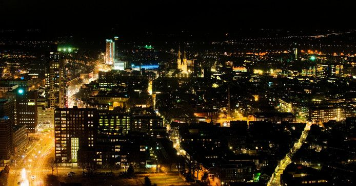 Tilburg, de stad waar shoarmazaken winkels zijn.