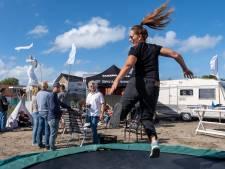 Campingkrakers in Scharendijke steken de geplande buurtbarbecue gewoon aan