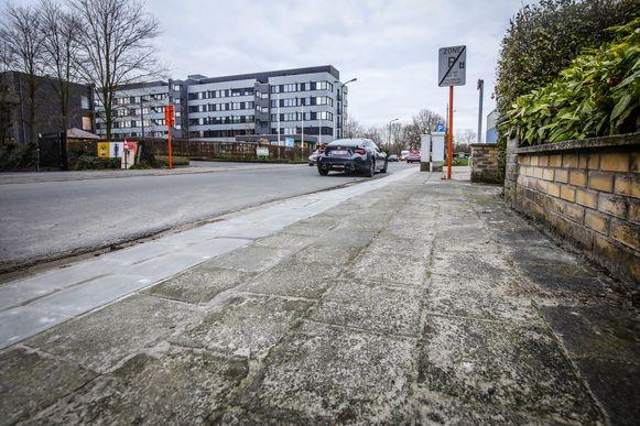 Brugge voetpaden in de buurt van rusthuis Van Zuylen worden verbreed en er komen zitbanken