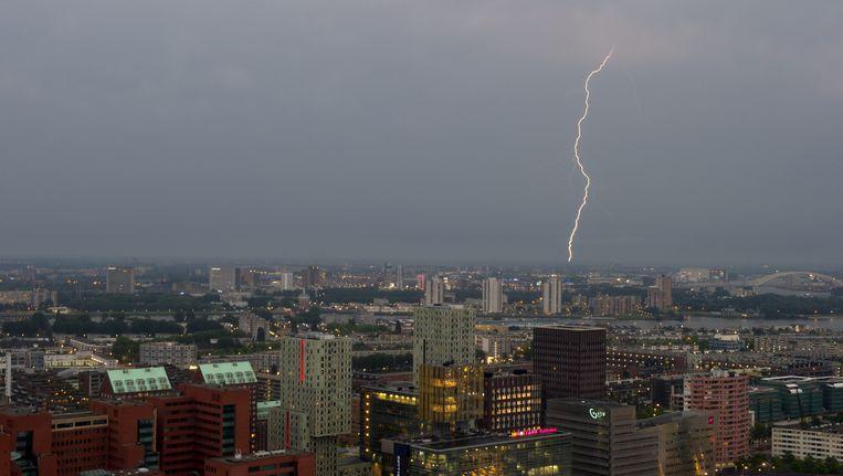 Ter illustratie: bliksem boven Rotterdam Beeld ANP